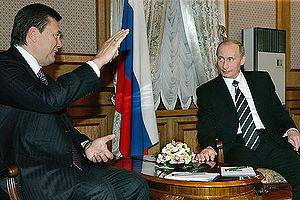 Viktor Yanukovych - Russian President Vladimir Putin meets Prime Minister Yanukovych during a visit to Kiev (22 December 2006).