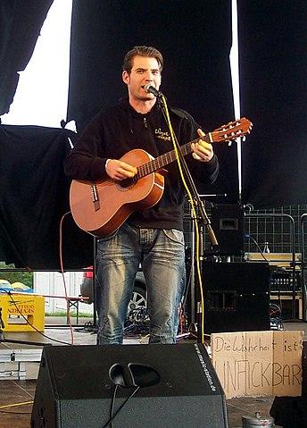 Datei:Vogelmayer - Cross Roots Festival 2010b.jpg