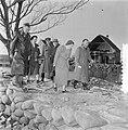 Watersnoodramp 1953. Koningin Juliana bezoekt Nieuw-Vossemeer, Bestanddeelnr 905-6107.jpg