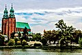 Widok na katedrę w Gnieźnie z Parku Piastowskiego.jpg
