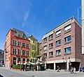 Wohnhausgruppe und Steinerne Pumpe Marsplatz, Köln-7866.jpg