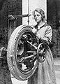 Women in Industry during the First World War, c 1918 Q28235.jpg