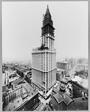 Photograph of the Woolworth Building topped out