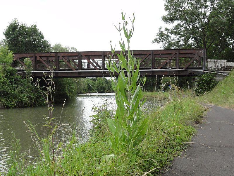 Xures (M-et-M) pont du canal de la Marne au Rhin
