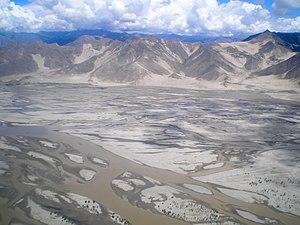 English: Yarlung Tsangpo River in Tibet. Españ...