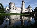 Zamek w Krasiczynie, odbicie w wodzie.jpg