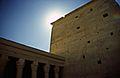Ägypten 1999 (034) Assuan- Mammasi und 2. Pylon des Isistempels, Philae (27028052931).jpg