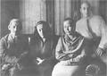 Мәжит Ғафури, Мәстүрә Фәйзуллина, Зөһрә Ғафури, Ғәзиз Әлмөхәмәтов. Өфө, 1933.png