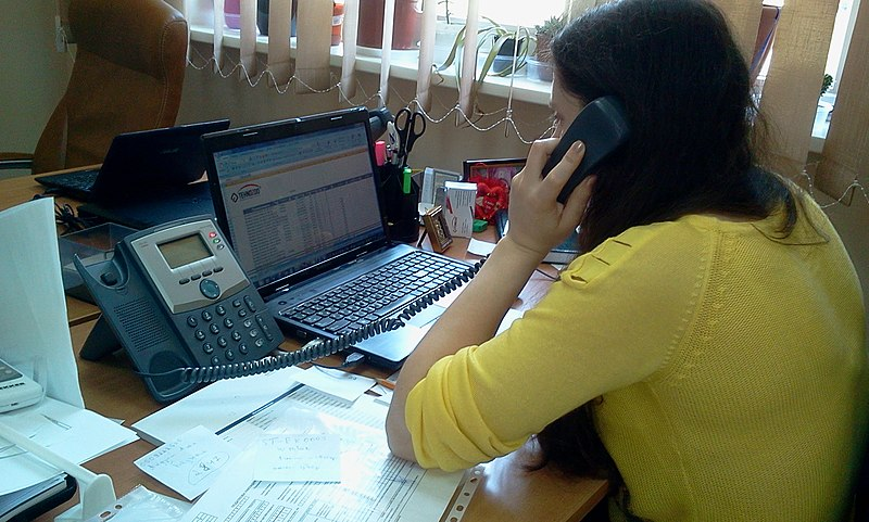 File:Разговор по телефону.jpg Description English: Telephone conversation