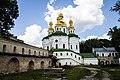 Церква Всехсвятська над економічною брамою 01.jpg