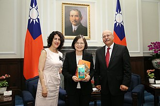 Foreign relations of Guatemala - Guatemala Diplomat Antonio Roberto Castellanos Lopez and ROC President Tsai Ing-wen in Taiwan.