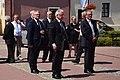 0.2014 Bürgermeister Wojciech Blecharczyk und Karl Hartmann auf dem Markt zu Sanok - 20 Jahre Partnerschaft Sanok - Reinheim.jpg