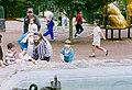 036121-011 FAMILIAS PASEANDO EN EL BOSQUE DE CHAPULTEPEC septiembre 10 1994 (45398964604).jpg