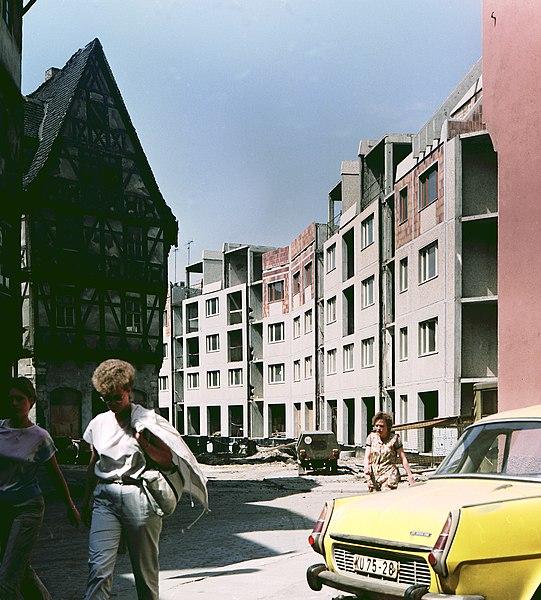 File:19860513505NR Halle (Saale) Gebiet Domplatz Ersatzneubau in Plattenbauweise.jpg
