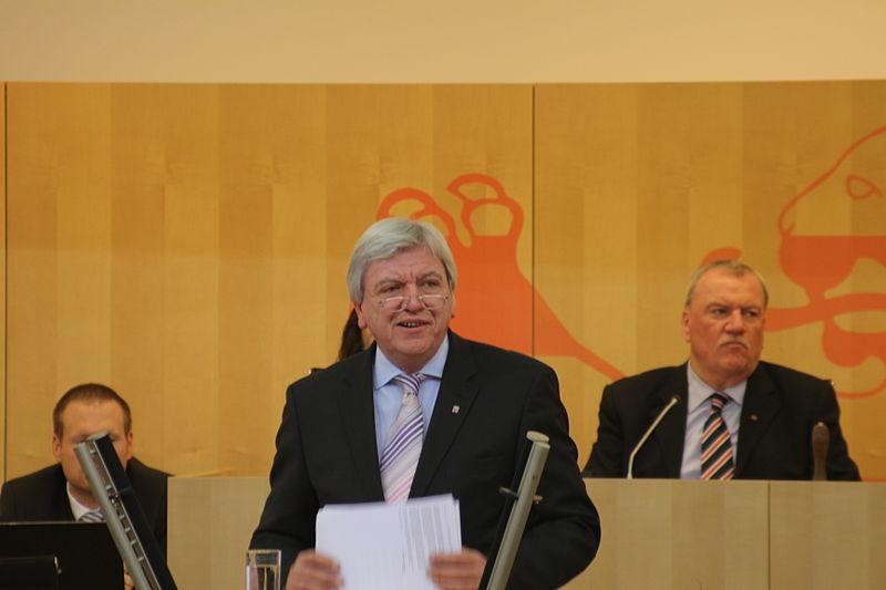 File:2013-02-28 - Volker Bouffier - Landtag - 3642.JPG