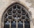 2016-Maastricht, St-Servaasbasiliek, Pandhof, oostelijke kloostergang, raam 8a.jpg
