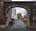 2018 Maastricht, Abtstraat, poort naar Polvertorenplein.jpg