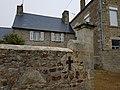 53 Gesvres maison au linteau sculpté.jpg