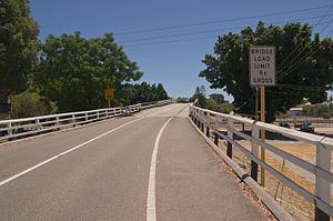 Seventh Avenue Bridge - Whatley Cresecent approach in February 2014