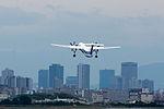 ANA Wings, DHC-8-400, JA462A (18575516616).jpg