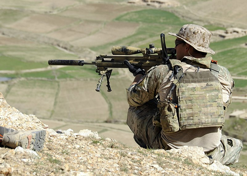 800px-A_coalition_Special_Operations_Forces_member_fires_his_sniper_rifle_from_a_hilltop_during_a_firefight_near_Nawa_Garay_village_%28120403-N-MY805-202%29.jpg