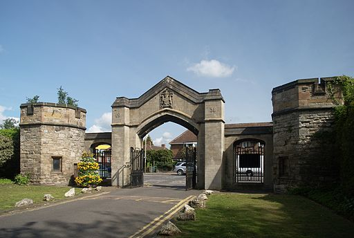 Abbey Park Leicester entrance gate