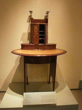 Antique Furniture & Wooden Sculpture Museum - Image: Alberto Issel Scrivania 1900 circa legno e madreperla Writing desk