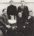 Alexander Popov with his family 1903.jpg