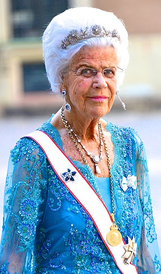 H. M. The King's Medal - Countess Alice Trolle-Wachtmeister wearing H. M. The King's Medal 12th size on gold chain