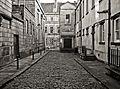 Alleyway by Wakefield Magistrates Court (3016132161).jpg