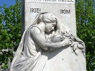 War memorials (Eastern Somme) - The war memorial at Andechy