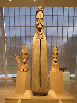 Oceanian art - Split gong figures from Vanuatu