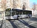 Autobús de la L7 en la parada de Catedral.jpg