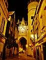 Auxerre Uhrturm bei Nacht 1.jpg