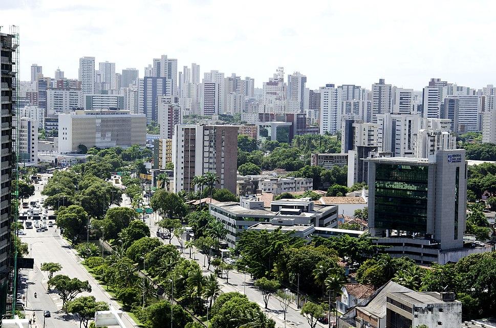 Avenida Agamenon Magalh%C3%A3es Recife.jpg