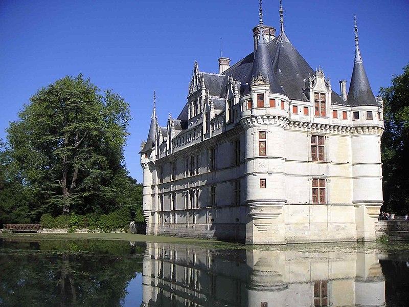 Súbor:Azay-le-rideau château douves.JPG