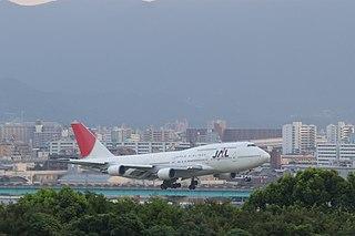 B-747 landing