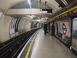 Baker Street stn Bakerloo line southbound look north