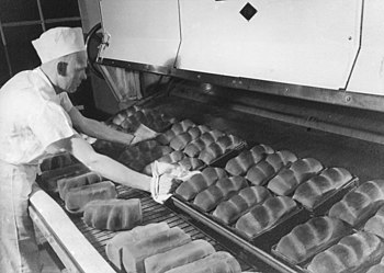 Baking bread at the Continental Baking Company, Portland, Oregon (3724227704).jpg