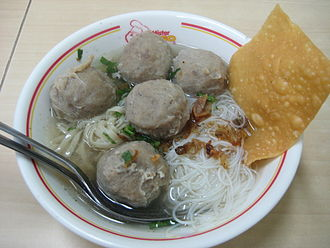 Bakso - Bakso served with bihun (rice vermicelli) and fried wontons