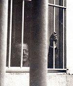 Balbín preso. La foto fue publicada en 1950 por Time Life y dio la vuelta al mundo.