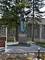 Banská Bystrica - socha M. Bela pred budovou FF UMB.jpg