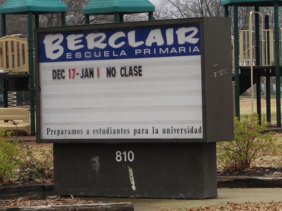 Berclair Elementary School sign in Spanish Memphis TN 2013-01-01 015