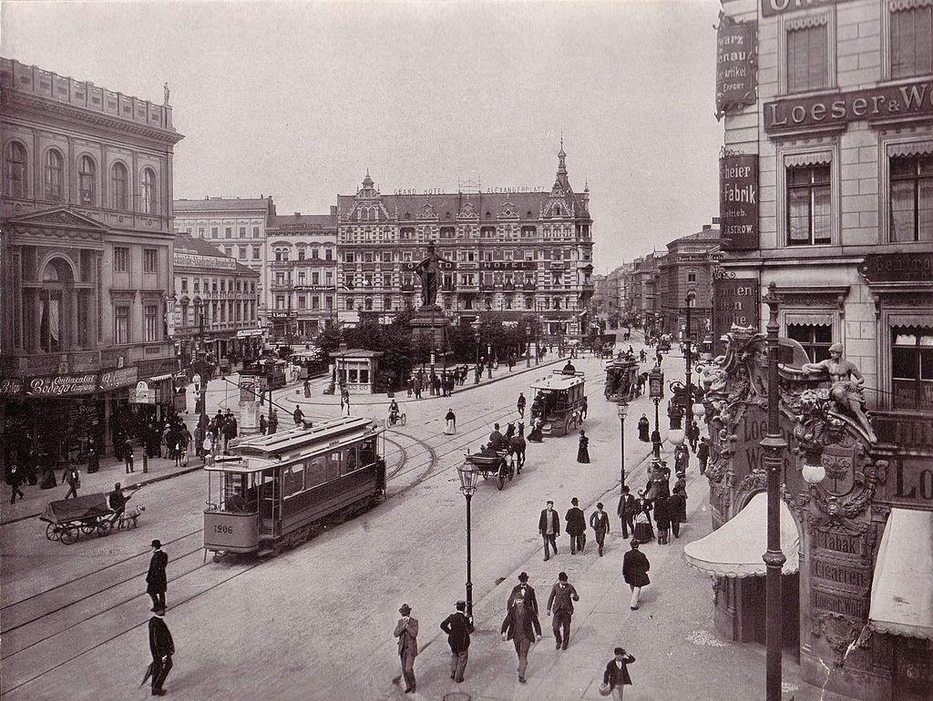 L'Alexanderplatz en 1903 à Berlin (Allemagne). (définition réelle 1500×1128*)