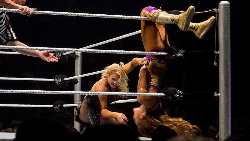 File:Beth Phoenix vs Eve Torres (6345307901).jpg