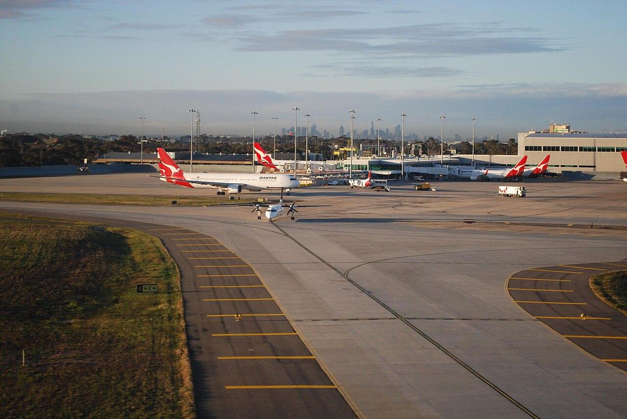 [Image: 1280px-Bombardier_Dash_8_-_Melbourne_Air...EL-SYD.jpg]