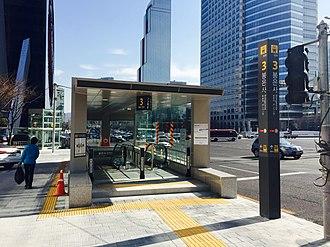 Bongeunsa station - Image: Bongeunsa Station 20150328 151433196