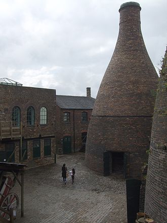 Gladstone Pottery Museum - The courtyard and bottle kiln