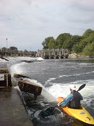Locks and weirs on the River Thames - Kayaker at Boulter's Weir