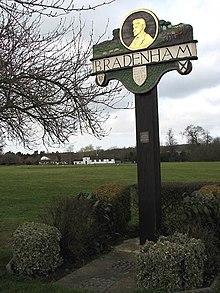 Это изображение имеет пустой атрибут alt; его имя файла - 220px-Bradenham_-_village_green_-_geograph.org.uk_-_710035.jpg